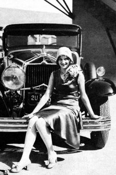 heckyesmarianmarsh:    Marian Marsh and a snazzy car - c. late 1920s/early 1930s