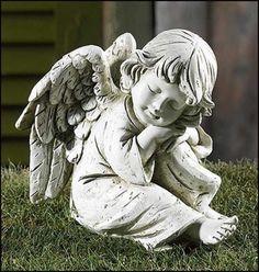 milascioandare:  Prayerful Angel Garden Figurine