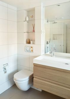 NICHES OVER THE Toilet: The niche shelves flush with the horizontal joints, and the Duravit toilet is located in the middle of the vertical joint. A new beauty box Bathroom Niche, Small Bathroom, Bathroom Ideas, Porch Entry, Gallery Frames, Duravit, Common Area, Beautiful Bathrooms, Home Look