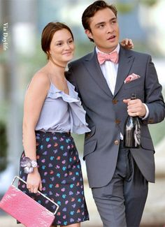 the perfect TV couple -gossip girl's blair and chuck Girl Fashion Style, Gossip Girl Fashion, Gossip Girls, Film Fashion, Girl Style, Chuck Bass Style, Ed Westwick, Pink Bow Tie, Chuck Blair