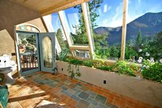 Earthship Passive Solar Tire House - his flikr has other pictures of earthships Natural Building, Green Building, Building Plans, Earthship Home, Earthship Design, Eco Buildings, Natural Homes, Solar House, Earth Homes