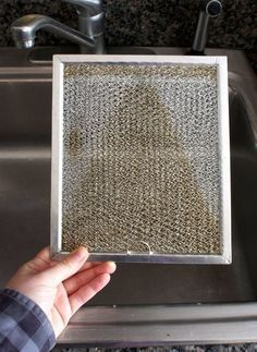 When's the last time you cleaned out your nasty range hood? How To Clean a Greasy Range Hood Filter — Cleaning Lessons from The Kitchn Deep Cleaning Tips, House Cleaning Tips, Cleaning Solutions, Spring Cleaning, Cleaning Hacks, Diy Hacks, Casa Clean, Clean House, Limpieza Natural