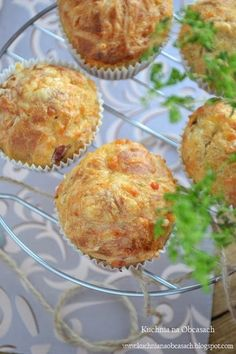 kuchnia na obcasach: Wytrawne muffiny z żółtym serem i szynką