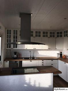 32 inspirerande bilder och idéer på ikea bodbyn Kitchen Cabinets, Table, Furniture, Home Decor, Decoration Home, Room Decor, Cabinets, Tables, Home Furnishings