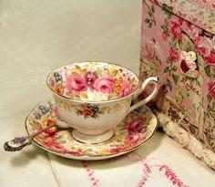 Exclusive Gift Set-Royal Albert's Serena by RoyalVintageTeacups