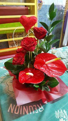 Unique Flower Arrangements, Vase Arrangements, Unique Flowers, Love Flowers, Flower Vases, Ikebana, Bouquet, Sympathy Flowers, Church Flowers