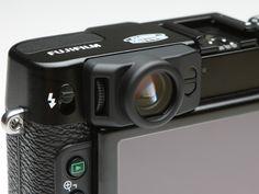 撮影情報の表示機能が加わり、使いやすくなった光学ファインダー。アイピース右側にはアイセンサーを備える。