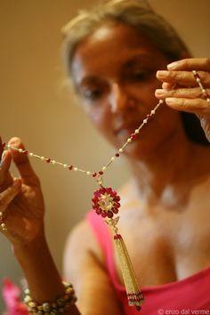 Viren Bhagat diamond and ruby necklace Mom Jewelry, Tassel Jewelry, Jewelry Art, Gemstone Jewelry, Diamond Jewelry, Jewelery, Jewelry Accessories, Jewelry Design, Initial Pendant Necklace