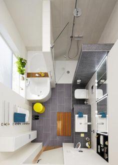 Auch ein kleines Badezimmer lässt sich edel einrichten! Neben einer modernen Badewanne findet auch eine geräumige Dusche in dem kleinen Raum Platz. Die Wand mit Mosaikmuster dient als Abtrennung und wird im anderen Teil des Zimmers zum raffinierten Waschtisch. Hier wird mit vielen Details ein gelungenes Gesamtkonzept erreicht.