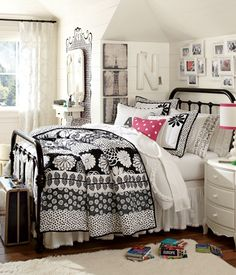 Teen Bedroom Ideas - Develop a space full of personal expression, influenced by these teen room concepts. Whether child or girl, infiltrate and discover a design that fits. Small Room Bedroom, Bedroom Inspirations, Teenage Girl Bedrooms, Girls Bedroom, Bedroom Decor, Girl Room, Small Rooms, Home Decor, Girls Bedroom Furniture