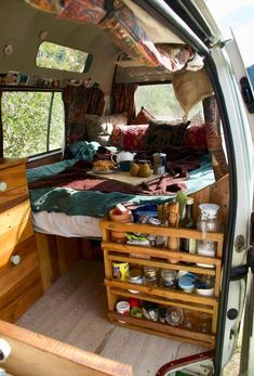 van life camping - non sustainable setup Cool Campers, Rv Campers, Small Campers, Camping Car Van, Camping Meals, Truck Bed Camping, Minivan Camping, Lake Camping, Camping Signs