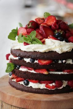 Chocolate berry cake with whipped butter cream. I've been craving the hell out of sweets ever since Ramadan started and I'm guessing this would do juuuust the trick. Yummy Treats, Sweet Treats, Yummy Food, Tasty, Cupcakes, Cupcake Cakes, Bolos Naked Cake, Cake Recipes, Dessert Recipes