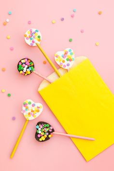 Use Pocky to make tasty chocolate pops. Top them with sprinkles, cookie crumbs or even matcha powder for a tasty lunchbox treat.