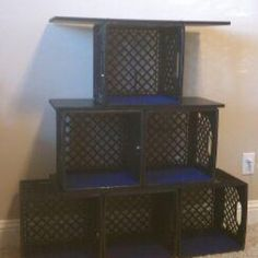 Shelf made out of milk crates and shelves off a broke bookshelf. Milk Crate Furniture, Recycled Furniture, Diy Furniture, Apple Crate Shelves, Crate Bookshelf, Milk Crate Storage, Diy Storage, Storage Ideas, Pallet Crates