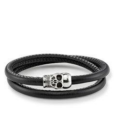 THOMAS SABO-läderarmband från kollektionen Sterling Silver. Detta unity-läderarmband från THOMAS SABO är tillverkat av nappaläder och symboliserar den magiska attraktionen som uppstår när två blir till ett. THOMAS SABOs karakteristiska dödskalle i svärtat 925 sterlingsilver med integrerat lås i stål vidareutvecklar den populära Rebel at heart-designen och passar därför utmärkt i kombination med andra befintliga armband. [Artikeltabelle]Kategori:Läderarmband Material:svärtat 925…