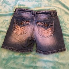 Arizona jeans girls shorts This is a pair of good condition girls size 8 mid thigh shorts with cute butterflies on the back. Arizona Jean Company Shorts Jean Shorts
