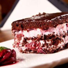 Ciasto CYGANKA - magiczny czekoladowy biszkopt z kremem budyniowym i wiśniową konfiturą - Beszamel.se.pl