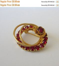 SALE Red Rose Circle Brooch Pin Vintage Double by baublology #vogueteam #etsygiftideas #vintagejewelry