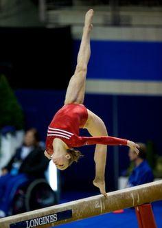 Rebecca Bross (United States) on balance beam at the 2009 World Championships Olympic Gymnastics, Artistic Gymnastics, Rhythmic Gymnastics, Elite Gymnastics, Amazing Gymnastics, Olympic Games, Gymnastics Pictures, Gymnastics Things, Female Surfers