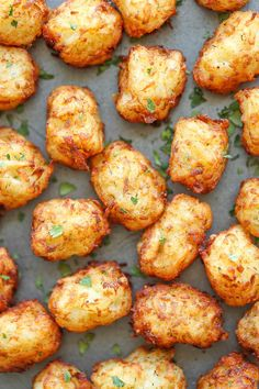 Mmmmmm Homemade Tater Tots - Say goodbye to those frozen bags of tater tots. This homemade version is so easy, freezer-friendly and way better than store-bought! Tater Tot Recipes, Potato Recipes, Casserole Recipes, Chicken Recipes, Homemade Tater Tots, Potato Tots, Cauliflower Tater Tots, Vegan Cauliflower, Snacks Für Party