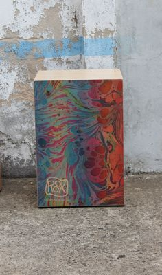 another psychedelic cajon design. This rockbox features 6 ply 3mm Finnish birch front, New Zealand pine sides and marine ply )6mm) back. It have an adjustable pat pending snare system I designed, allows fine adjustment/tuning