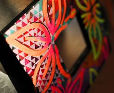 Eva Lubart - Miroir 26x26 cm - 35 euros http://www.alittlemarket.com/decorations-murales/eva_lubart_miroir_fleurs_tropicales_motifs_multicolore_et_fluo-12469273.html