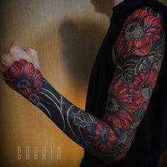 Tattoo work by Gakkin Tattoo Gakkin Tattoo, Pfau Tattoo, Medusa Tattoo, Future Tattoos, Tattoo Flash, Life Tattoos, Body Art Tattoos, Hand Tattoos, Incredible Tattoos