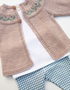 ภเгคк ค๓๏ [ Adorable Hand Knitted Unisex Baby Cardigan in by fablebaby on Etsy, knit sweater like colours no pattern, Green, white and taupe, LovThis Pin was discovered by SonRavelry: 4 / Cardigan for baby pattern by Florence MerlinRave Diy Crafts Knitting, Knitting For Kids, Baby Knitting Patterns, Baby Patterns, Hand Knitting, Knitting Ideas, Crochet Baby Cardigan, Knit Crochet, Baby Sweaters
