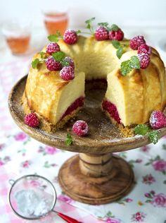 Kinuskikissan keikausjuustokakku. Rasberry cheesecake. | Unelmien Talo&Koti Kuva ja ohje: Sini Visa