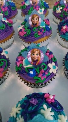 Frozen birthday party. Cupcakes with Anna. The colors and flowers are so pretty.
