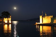 VISIT GREECE| Nafpaktos Castle At full Moon