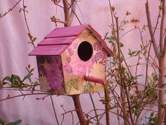 Viridarium presenta... Hermosa casa para nido de pájaros en libertad porcelanizada para exterior y decorada a mano.