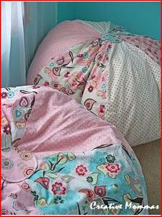 DIY Beanbags http://acreativemomma.blogspot.ca/2011/01/speical-reading-places-for-kids.html