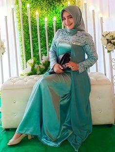 Beautiful Hijab, Beautiful Women, Muslim Beauty, Hijab Chic, Hijab Dress, Girl Hijab, Muslim Women, Satin Dresses, Lady
