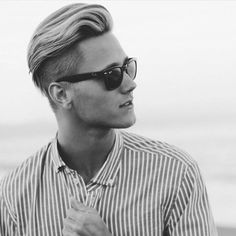Most Stylish Hairstyles with Disconnected Undercut. There are lots of cool and macho styles trending for men. Asian Hair Undercut, Undercut Mohawk, Best Undercut Hairstyles, Undercut Pompadour, Stylish Hairstyles, Hairstyles 2018, Top Haircuts For Men, Hot Haircuts, Growing Your Hair Out