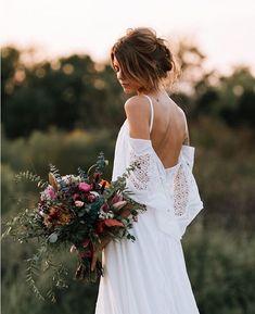Field fox.  #morningglory #bridalbrilliance #ivorytribe Via @junebugweddings pic @raeleighphotography florals @casadefloresdesign gown @lacouturedelizabeth HMUA @blush_worthy