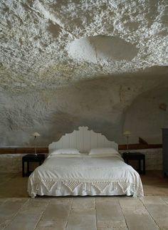 Italian farmhouse in Puglia. Dream Bedroom, Home Bedroom, Bedroom Decor, Coral Bedroom, Bedroom Interiors, Bedroom Ceiling, Design Bedroom, Interior Architecture, Interior And Exterior