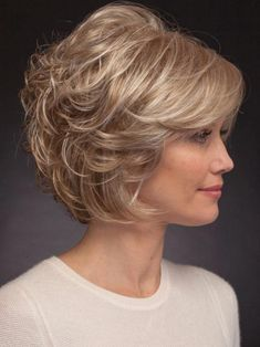 66 Chic Short Bob Hairstyles & Haircuts for Women in 2019 - Hairstyles Trends Medium Bob Hairstyles, Short Bob Haircuts, Short Haircut, Hairstyles Haircuts, Side Fringe Hairstyles, Layered Haircuts For Women, Over 60 Hairstyles, Curls Overnight, Lob Haircut