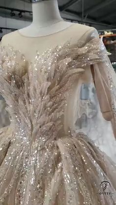 Charming new arrival long wedding dress and bridal dress make you a princess and make you a unique bride. Fancy Wedding Dresses, Gold Wedding Gowns, Amazing Wedding Dress, Bridal Gowns, Wedding Hijab, Wedding Blue, Hijab Bride, Party Wedding, Dresses Short