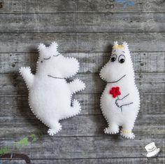 брошь из фетра - Поиск в Google Felt Diy, Felt Crafts, Diy And Crafts, Crafts For Kids, Easy Sewing Projects, Sewing Crafts, Enchanted Doll, Moomin, Sewing Toys