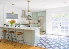 Top 10 Wall Paint Colors To Elevate Your Kitchen Space Kitchen Desk Areas, Kitchen Desks, Kitchen Wall Colors, Kitchen Paint, Kitchen Backsplash, Diy Kitchen, Kitchen Furniture, White Shaker Kitchen, Shaker Kitchen Cabinets