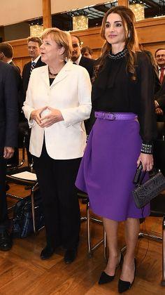 Queen Rania Al Abdullah of Jordan stands next to German Chancellor Angela Merkel (L) before receiving the Walter Rathenau Prize in Berlin on September 17, 2015.