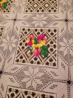 Counted Cross Stitch Kits, Cross Stitch Flowers, Crochet Doilies, Pin Cushions, Table Runners, Bohemian Rug, Projects To Try, Diy Crafts, Crochet Edgings