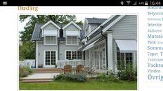 Grått hus svart tak