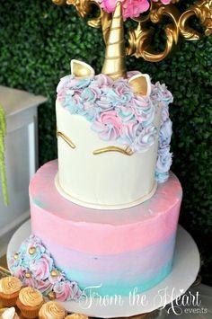 Festa de Aniversário? Que tal se inspirar nesse bolo maravilhoso de Unicórnio pra fazer o seu bolo e até sua festa !!!
