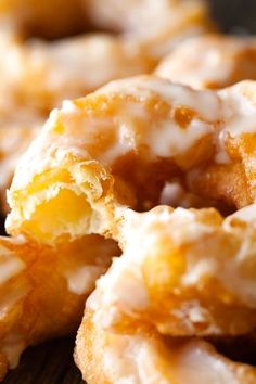 Easy French Crullers Recipe ~ Homemade French Crullers are a cinch to prepare. These are one of the lightest and airiest crullers you will ever taste. And drenched in a sweet glaze Beignets, Churros, Cronut, Baked French Cruller Recipe, Donut Recipes, Cooking Recipes, Breakfast Recipes, Dessert Recipes, Pastries