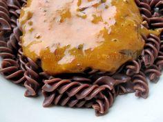 Potrawy Półgodzinne: Czekoladowy makaron z musem z brzoskwini i wegierek