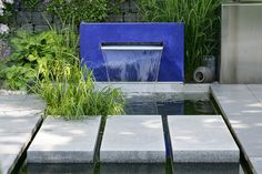 Water Feature for the modern garden Modern Landscaping, Outdoor Landscaping, Outdoor Gardens, Modern Water Feature, Pool Waterfall, Water Walls, Water Features In The Garden, Ponds Backyard, Garden Landscape Design