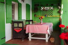 romanian-traditional-house-design-colorful-porch-table - Home Decorating Trends - Homedit Rustic Design, Rustic Decor, Porch Table, Polish Folk Art, Country House Design, Global Design, Apartment Design, Traditional House, Decoration