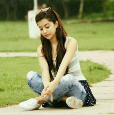 Yashika Singhaniya Indian Model Actress Latest Pictures News and Biography Cute Girl Poses, Cute Girl Photo, Girl Photo Poses, Cute Girls, Sweet Girls, Stylish Photo Pose, Stylish Girls Photos, Stylish Girl Pic, Stylish Dp
